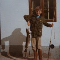 Robert mit seinem ersten grossen Dorsch, gefangen von der Storstrømsbroen. © Kaj Hansen, Vordingborg, Sommer 1976
