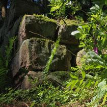 Wehrmauer der ehemaligen Burg
