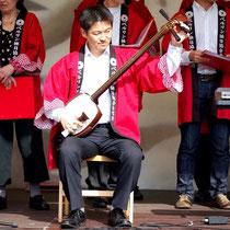 Unser neuer Shamisen-Solist Ken Unno im Einsatz