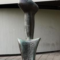 Große Nike im Skulpturenhof vor dem Lehmbruck-Museum Aufnahme-Datum: 07.09.2019