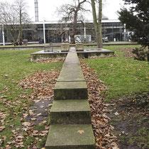 Der Dialog mit Flechten und Moosen bewachsen nur 3 Jahre nach der Präsentation, Aufnahme-Datum: 03.12.2012