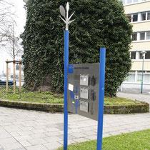 """Baum-Pfad-Informationstafel """"Wehrhafte Gestalten"""", Aufnahme-Datum: 16.04.2006"""