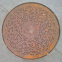 Abdeckplatte im Souterrain, Aufnahme-Datum: 30.07.2012, m. frdl. Genehmigung Markus Lau