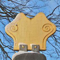 Bei dem kronenförmigen Abschluss der Skulptur stand wohl als Pate das Blatt eines Tulpenbaumes, Aufnahme-Datum: 08.12.2012