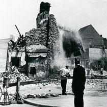 Quelle: Stadtarchiv Duisburg, Sprengung der Stadtmauer am Kuhtor 1950
