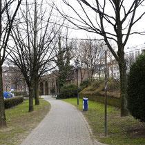 Blick in den Rabbiner Neumark-Weg mit beidseitigem Baumbestand, Aufnahme-Datum: 07.04.2006