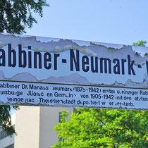 Straßenschild zum Gedenken an Dr. Manass Neumark, dem ehemaligen Rabbiner der Duisburger Synagoge, Aufnahme-Datum: 21.06.2020