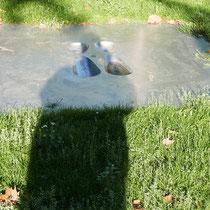 Schatten vor der Skulptur vor dem niederknien, Aufnahme-Datum: 14.09.2019
