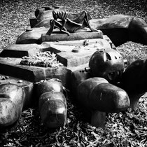 Die Skulptur in schwarz-weiss, Aufnahme-Datum: 13.09.2014