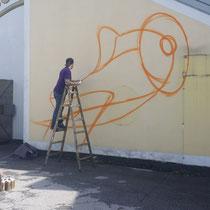 Unser Graffiti entsteht Max Lugisch in Aktion