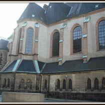 Die Leipziger Nikolaikirche am frühen Morgen