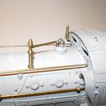 Alcuni aggiuntivi costruiti da pezzi interni in ottone di un accendino.