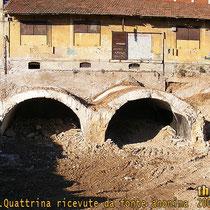 Nelle fotografie seguenti, riprese da fonte anonima ed inviate a Mauro Quattrina, si puo' vedere la parte ancora intatta del bunker durante i lavori in corso. Questa doppia galleria presentava due grossi ingressi, e al suo interno vi erano ancora presenti