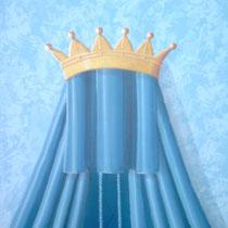Detail: Krone auf der Spitze des Baldachins.