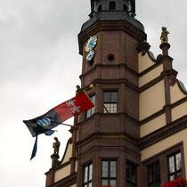 Zum 50-jährigen Jubiläum der Partnerschaft mit Motherwell wehen die beiden Städtefahnen am Rathaus - 15.07.2012