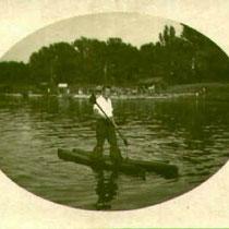 Johann Adam Weigand auf den ersten Wasserskier in den 1930ern Danke an Frederick Miller