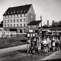Hotel Bayerischer Hof an der hauptbahnhofstraße mit Schulklasse 1957 - Danke an Klaus Best