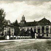 Schillerplatz mit Justizgebäude - Danke an Andres Hedler