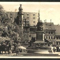 Rathaus mit Rückertdenkmal 1939