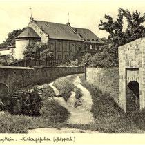 """Am Höpperle - Ansicht der """"Hirtengasse"""" zwischen 2 Mauern, dahinter der Saalbau - Danke an Andreas Hedler"""