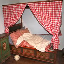 Für müde Museumsbesucher eine altfränkische Schlafstelle :-))