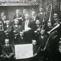 "Musikkapelle Gerl (""Schwenker"") aus Neubäuhütten im Jahre 1920."