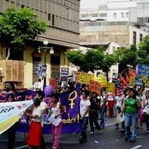 Perus feministbevægelse skaber en bred vifte af basisstrukturer