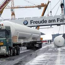 Freude am Fahren hatten die holländischen Sattelzug-Fahrer bei dem winterlichen Eifelwetter nicht unbedingt.