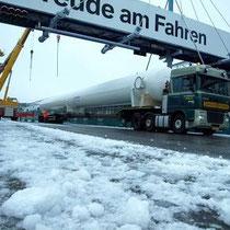 Schnee und Eis hatten bei der Anlieferung der Druckbehälter zu Verspätungen geführt.