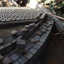 ポルフィード石、厚みが薄いので立上げ面は施工に苦労しましたが、綺麗に納まりましたね。