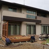 幕板は3段はって、建物の外壁アクセントに合うように仕上げます。