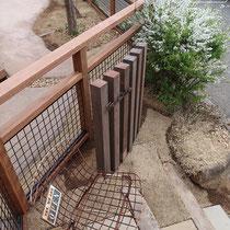 既存の列柱を切断再利用し、お店の表札を取付する門塀列柱にしました。