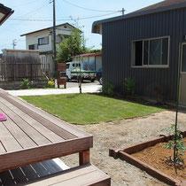 芝生は省管理型コウライ芝(TM-9)です。成長が遅いのでお手入れが楽だといわれる芝生を貼ってみました。