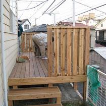 完成直後の撮影。フェンスはあらかじめ作成してきたものをはめ込みます。