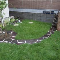 張芝後3ヵ月経った9月。コウライ芝とTM9いずれもこんもりと成長してきた様子がわかります。
