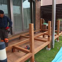 大引が組みあがりました。フェンス柱も一体化させるので、ぐらつきの心配がありません。