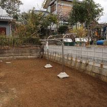 着工前、お庭の構想を夢見つつ、雑草処理や小石は常に片付けて奇麗にされていました。