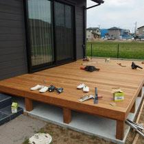 床板と幕板をはって東側デッキ完成!
