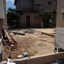 レンガの舗装が完了、このあと物置を設置します。