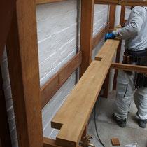 棚板もあらかじめ作業場で準備してきて、なるべく面倒な加工がないように未定部分には手を入れず納品します。