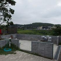 施工前、事前にブロックで基礎を囲んで土間を打設しておきました。