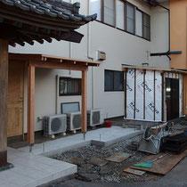 着工前、正面玄関と勝手口を分離する目的の木製フェンスを作成します。