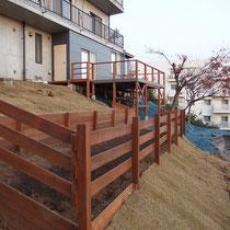 全体工事完成。敷地全体をウッドフェンスで囲み、ナチュラルな一体感を出しました。