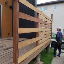 ねじれや曲りのある木材を、いかにまっすぐに施工していくかが大工さんの腕のみせどころです。