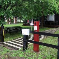 施工前、オープンな外構にあうフェンスで囲まれた敷地は、入口だけ鎖で閉じていました。