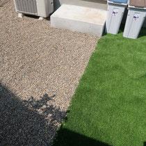 砂利と人工芝の境目は、あえて見切りを入れずに自然に混ざるようにしてみました。