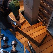 給湯器周りはメンテナンスを考慮し床板を開口、幕板を後からはめ込みます。