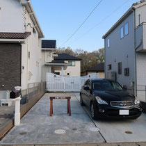 プライバシーが守られた、4台駐車が可能なお住いの雰囲気に合うエントランスになりました。