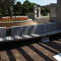 見晴らしの良い広場のベンチ、こちらも奇麗になって使えるようになりました。