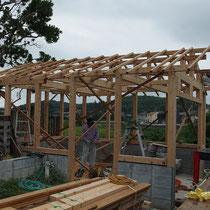 ガレージとはいえ木造住宅の造りそのもの。長く持たせるため見えない部分にしっかりと手間をかけて作成します。